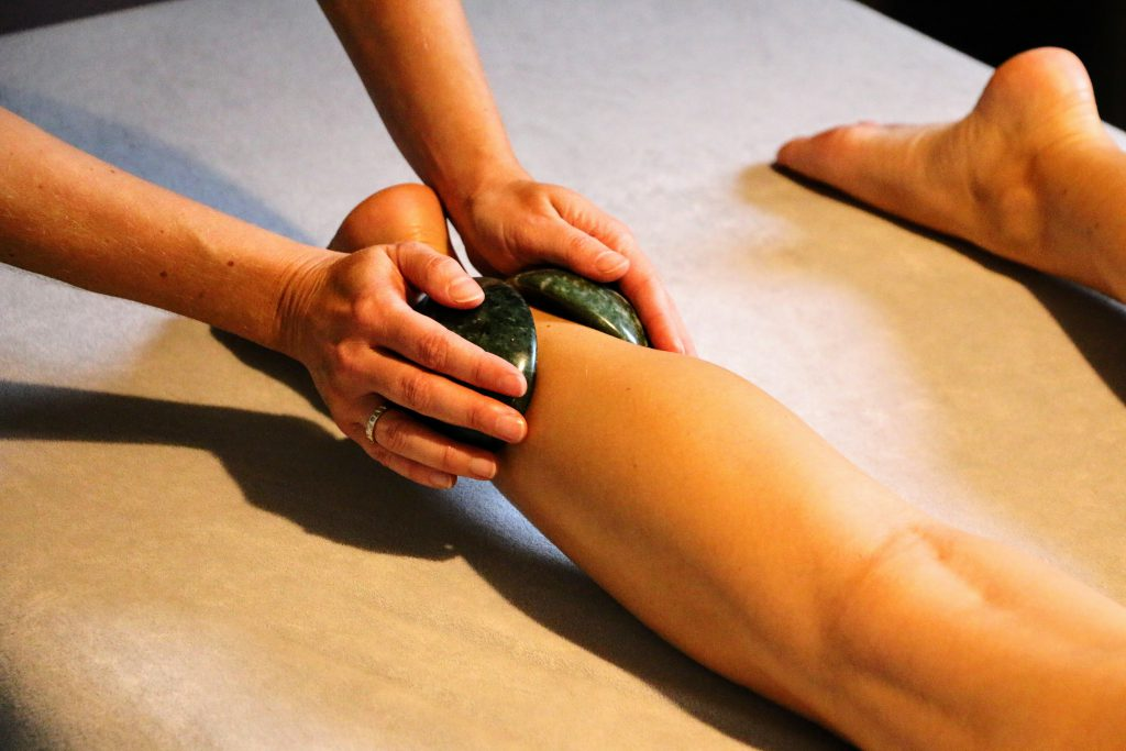 Massage met jade steen