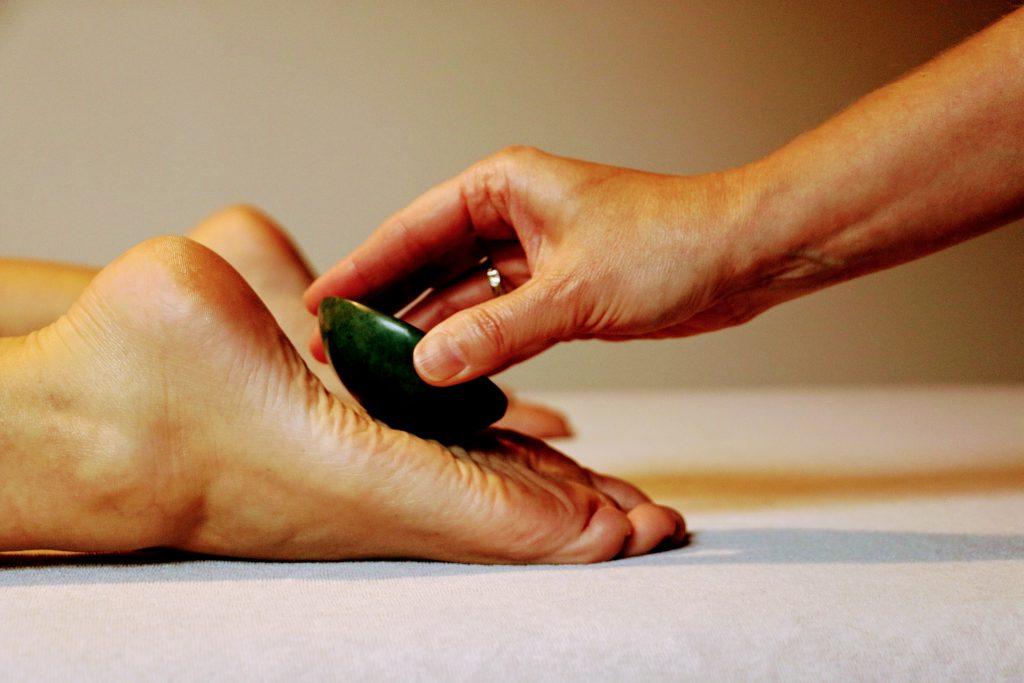 Massage met warme jade stenen